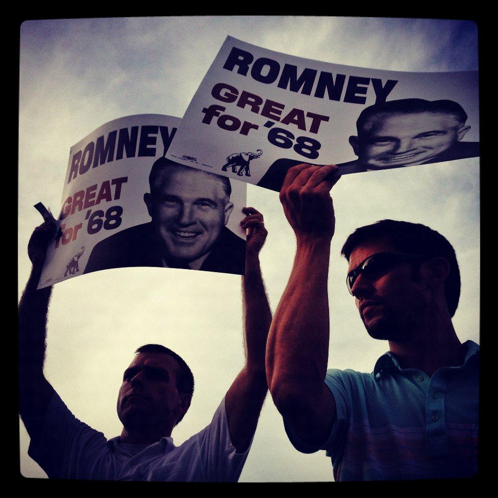 4.USA, Tampa, 29 sierpnia 2012: Mężczyźni obserwujący wydarzenia trzeciego dnia konwencji Partii Republikańskiej. (Foto: Tom Pennington/Getty Images)