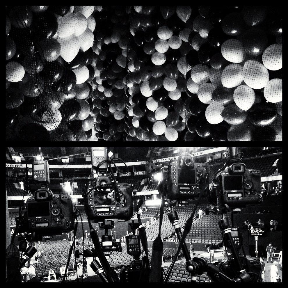 6.USA, Tampa, 26 sierpnia 2012: Zdjęcie górne: Balony zawieszone pod sufitem auditorium. Zdjęcie dolne: Sprzęt przygotowany przez fotoreporterów. (Foto: Chip   Somodevilla/Getty Images)
