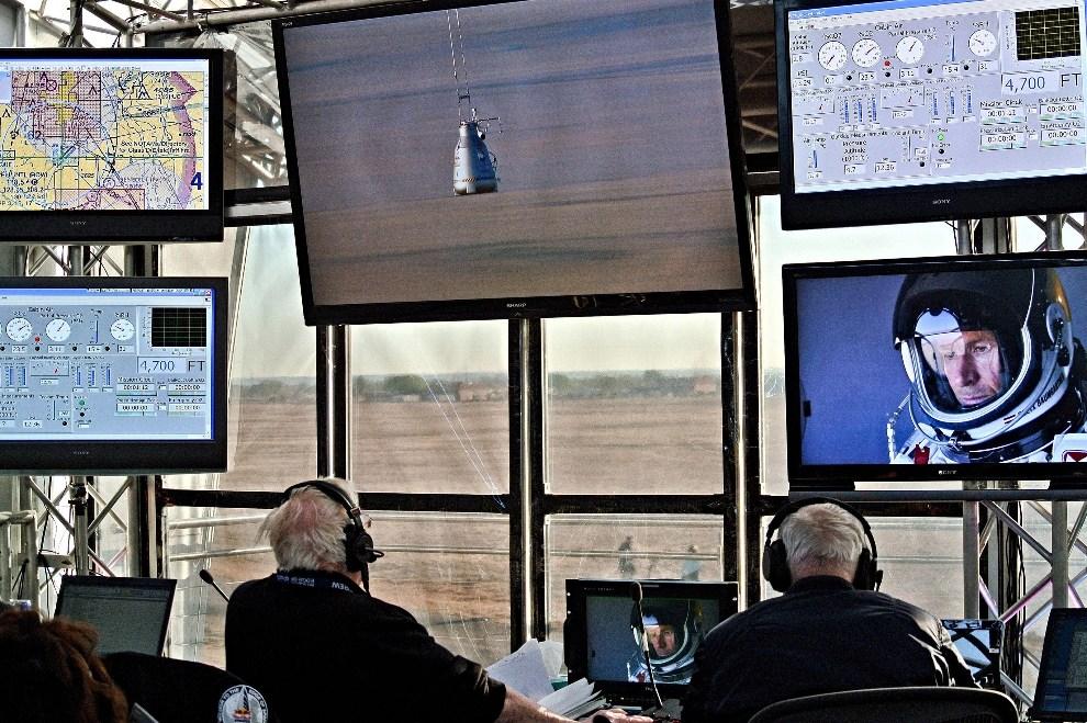 19.USA, Roswell, 15 marca 2012: Wnętrze centrum kontroli lotu w bazie w Roswell. (Foto: Stefan Aufschnaiter/Red Bull via Getty Images)