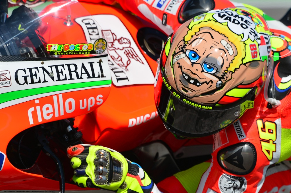 20.WŁOCHY, Misano Adriatico, 16 października 2012: Valentino Rossi podczas wyścigu o Grand Prix San Marino. AFP PHOTO / GABRIEL BOUYS