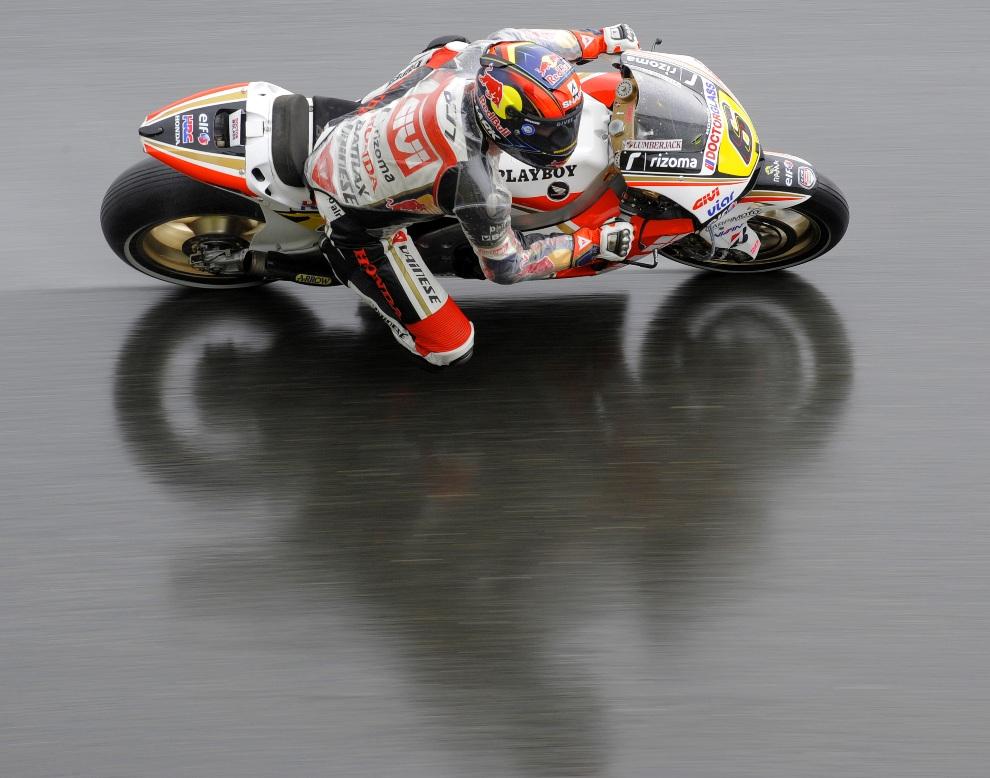 3.NIEMCY,  Hohenstein-Ernstthal, 7 lipca 2012: Stefan Bradl z zespołu LCR Honda MotoGP podczas przejazdu kwalifikacyjnego. AFP PHOTO / ROBERT MICHAEL