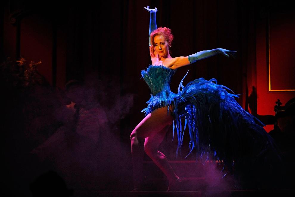 """10.NIEMCY, Berlin, 2 października 2009: Catherine D'Lish w czasie występu zatytułowanego """"Czarny flaming"""". (Foto: Steffen Kugler/Getty Images)"""