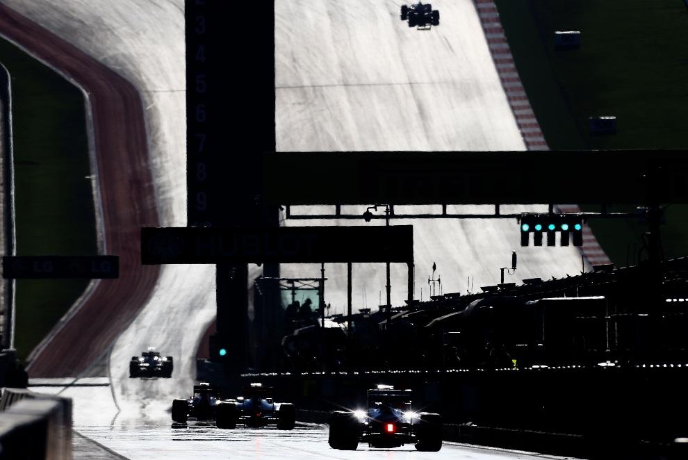 12.USA, Austin, 17 listopada 2012: Bolidy wjeżdżające do alei serwisowej.  (Foto: Paul Gilham/Getty Images)