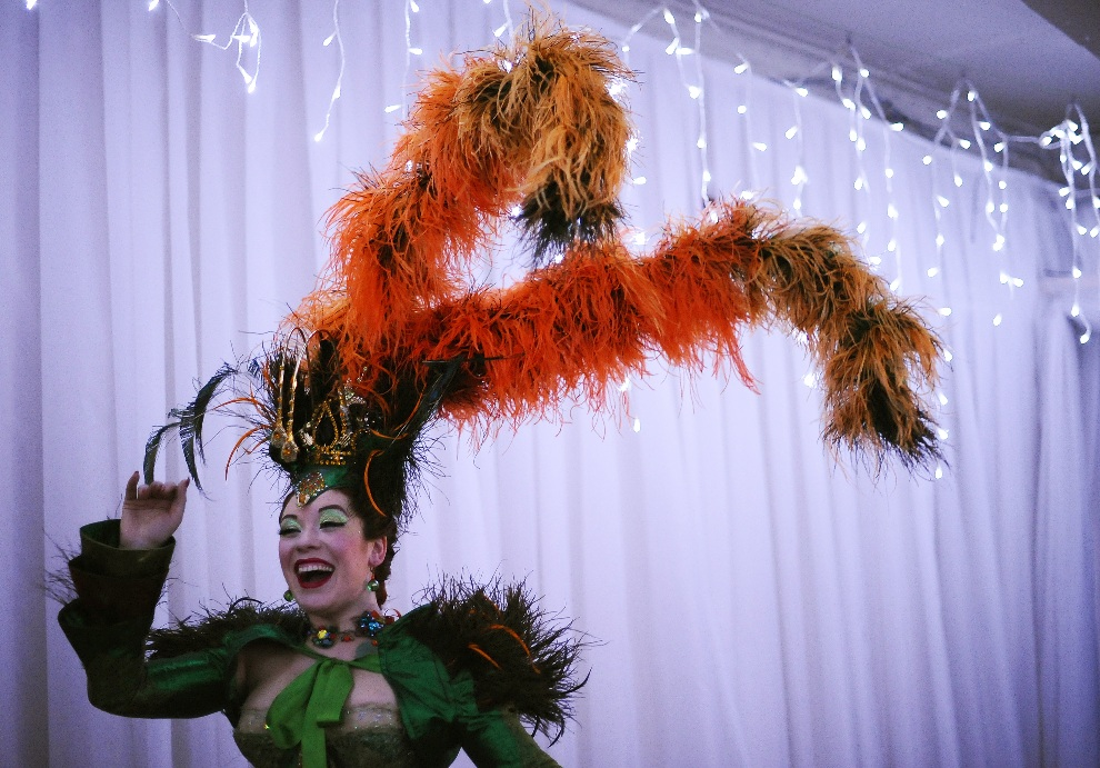 13.WIELKA BRYTANIA, Londyn, 26 kwietnia 2011: Tancerka biorąca udział w pokazie otwierającym  London Burlesque Festival. AFP PHOTO/ CARL DE SOUZA