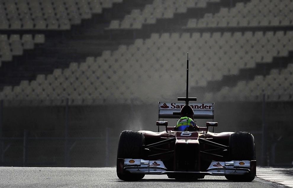 14.HISZPANIA, Montmeló, 3 marca 2012: Brazylijczyk Felipe Massa na torze w Montmelo. AFP PHOTO / LLUIS GENE