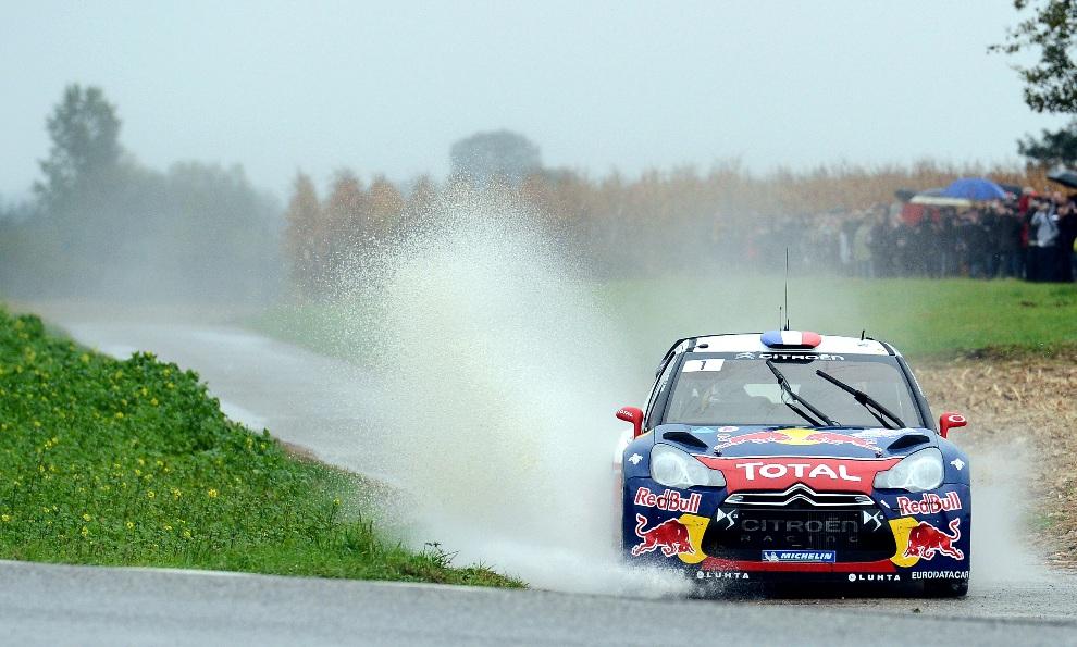 14.FRANCJA, Bischwiller, 7 października 2012: Citroën DS3 WRC załogi Sebastien Loeb / Daniel Elena. AFP PHOTO / PATRICK HERTZOG
