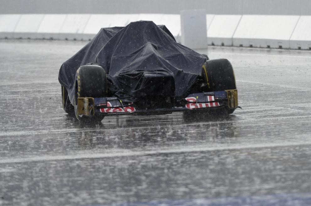 15.NIEMCY, Hockenheim, 21 lipca 2012: Samochód zespołu ScuderiaToro Rosso na torze w  Hockenheim. AFP PHOTO / THOMAS KIENZLE