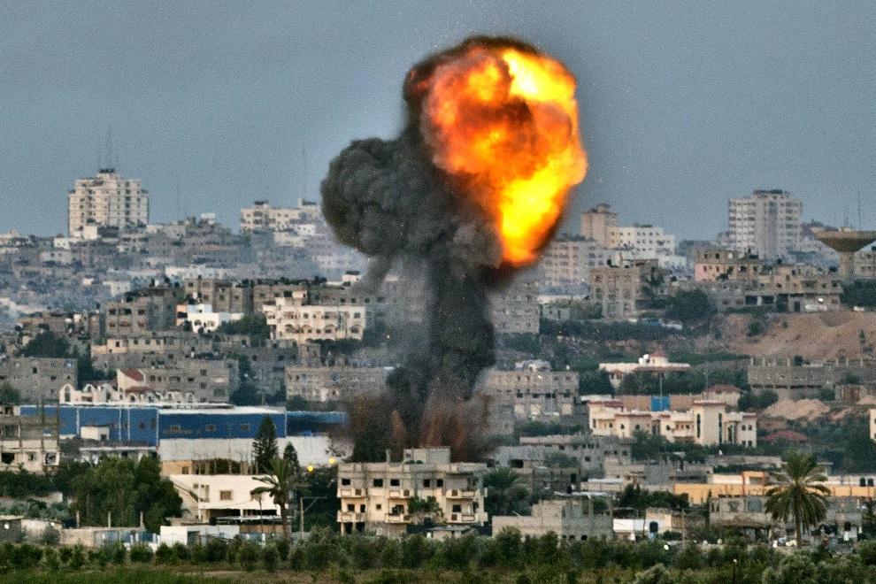 16.IZRAEL, 16 listopada 2012: Ekspolozja pocisku lotniczego w Strefie Gazy. AFP PHOTO / JACK GUEZ