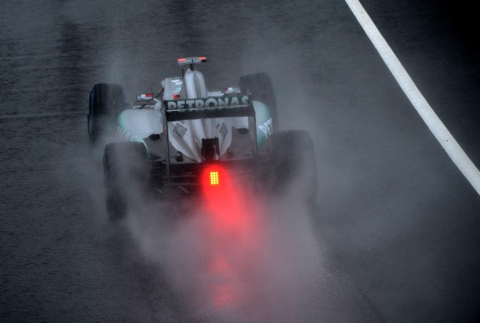 16.WIELKA BRYTANIA, Silverstone, 6 lipca 2012: Michael Schumacher wyjeżdża z alei serwisowej toru Silverstone. AFP PHOTO / DIMITAR DILKOFF