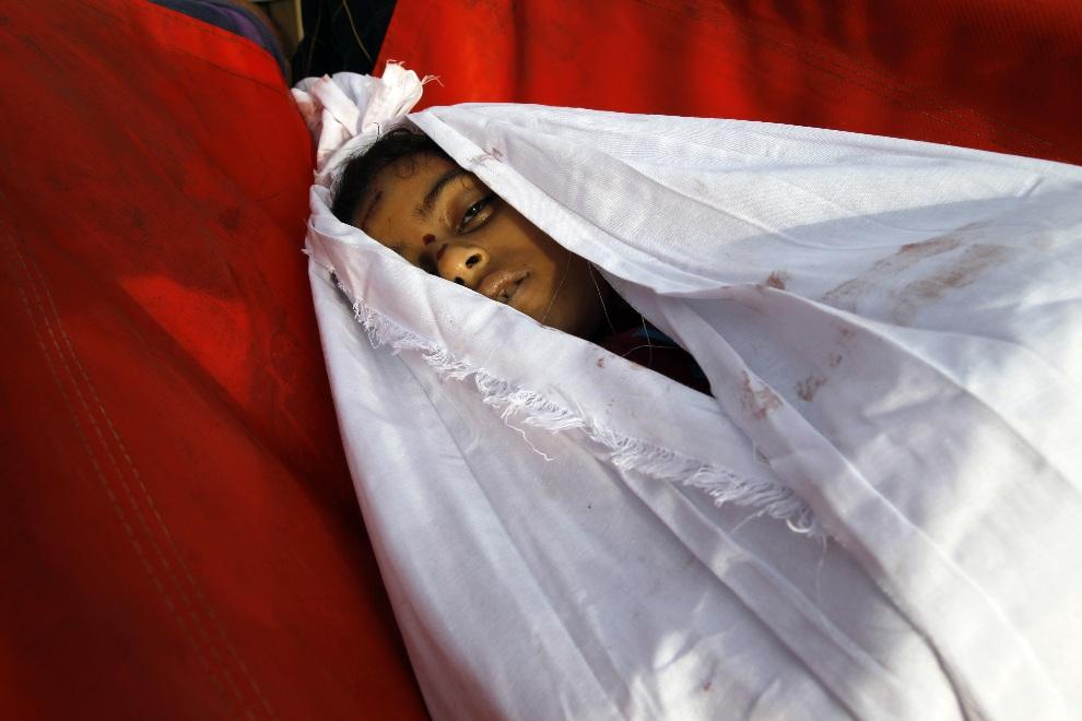 19.STREFA GAZY, 18 listopada 2012: Pogrzeb trzynastoletniej  Tasneem al-Nahal, ofiary izraelskiego nalotu. AFP PHOTO/MOHAMMED ABED