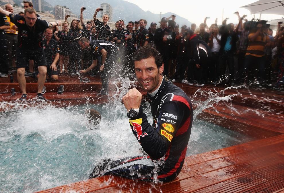 19.MONAKO, 27 maja 2012: Mark Webber świętuje zwycięstwo w wyścigu. (Foto: Mark Thompson/Getty Images)