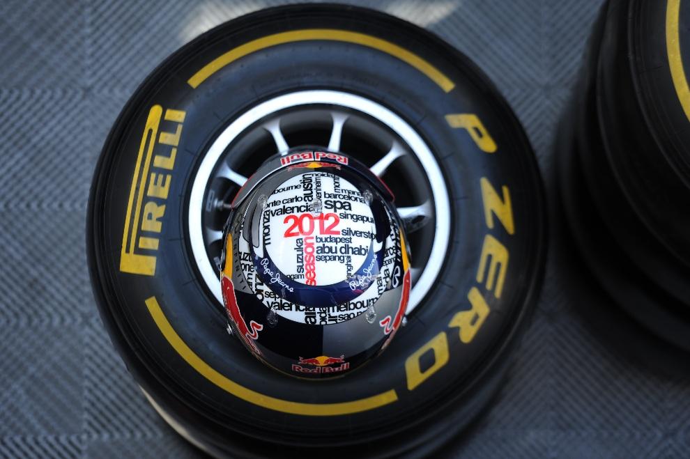 21.HISZPANIA, Montmeló, 3 maja 2012: Kask Sebastiana Vettel 'a z zespołu Red Bull Racing. AFP PHOTO / LLUIS GENE