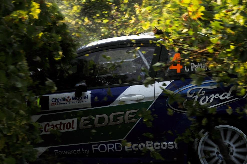 21.FRANCJA, Strasburg, 6 października 2012: Petter Solberg i Chris Patterson po wypadnięciu z trasy rajdu. (Foto: Massimo Bettiol/Getty Images)