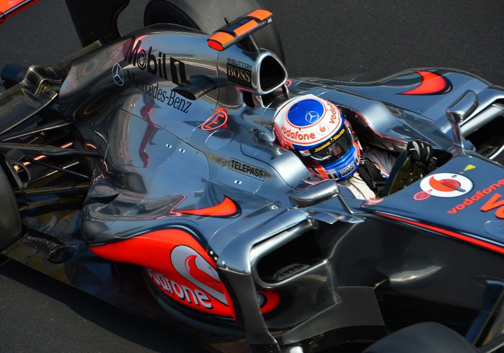 24.WŁOCHY, Monza, 8 września 2012: Jenson Button podczas sesji kwalifikacyjnej na Autodromo Nazionale. AFP PHOTO / GIUSEPPE CACACE