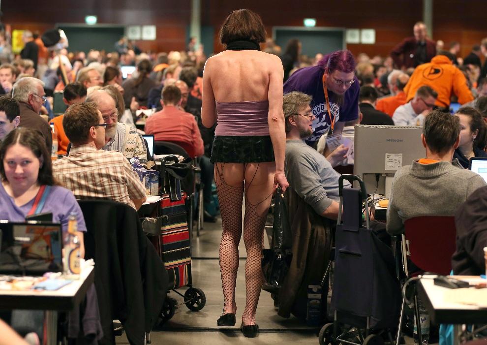 25.NIEMCY, Bochum, 24 listopada 2012: Kongres Partii Piratów w Bochum. AFP PHOTO / OLIVER BERG