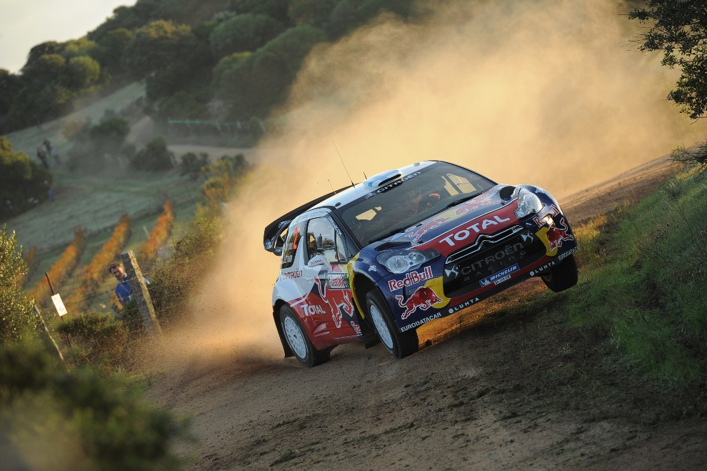 25.WŁOCHY, Olbia, 18 października 2012: Citroen Total WRT Citroen DS3 WRC prowadzony przez Mikko Hirvonena. (Foto: Massimo Bettiol/Getty Images)