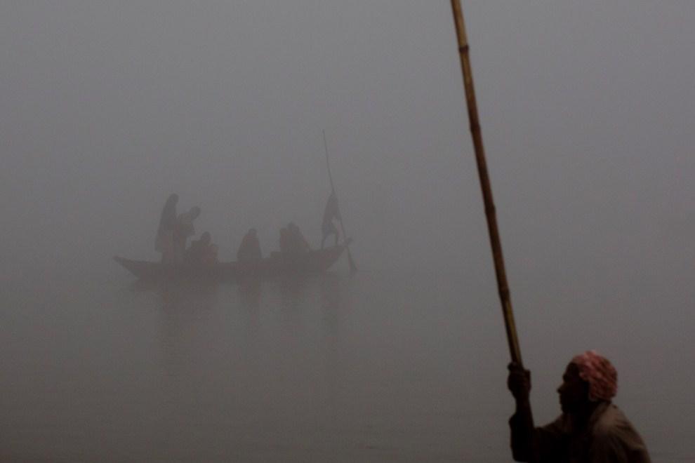 26.INDIE, Sonepur, 15 listopada 2011: Przeprawa łódkami przez Ganges. (Foto: Daniel Berehulak/Getty Images)