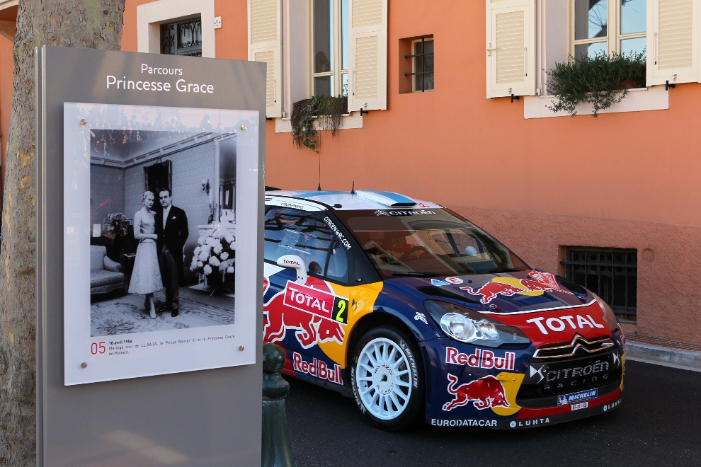 27.MONTE CARLO, Monako, 22 stycznia 2012: Citroen Total WRT Citroen DS3 WRC załogi Mikko Hirvonen / Jarmo Lehtinen. (Foto: Massimo Bettiol/Getty Images)
