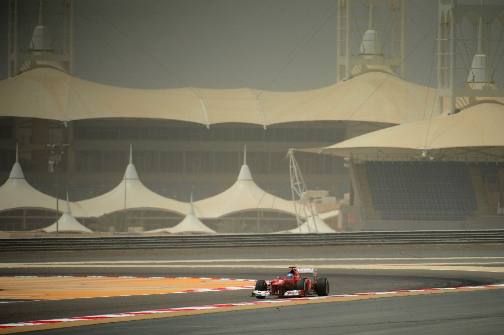 29.	BAHRAJN, Manama, 21 kwietnia 2012: Fernando Alonso podczas treningu przed Grand Prix Bahrajnu. AFP PHOTO / Tom Gandolfini