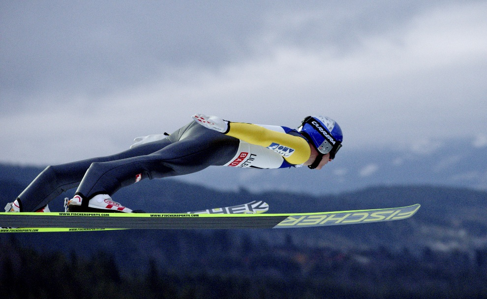 2.	NORWEGIA, Lillehammer, 25 listopada 2012: Austriak Thomas Morgenstern podczas zawodów Pucharu Świata. AFP PHOTO / SCANPIX NORWAY Stian Lysberg Solum