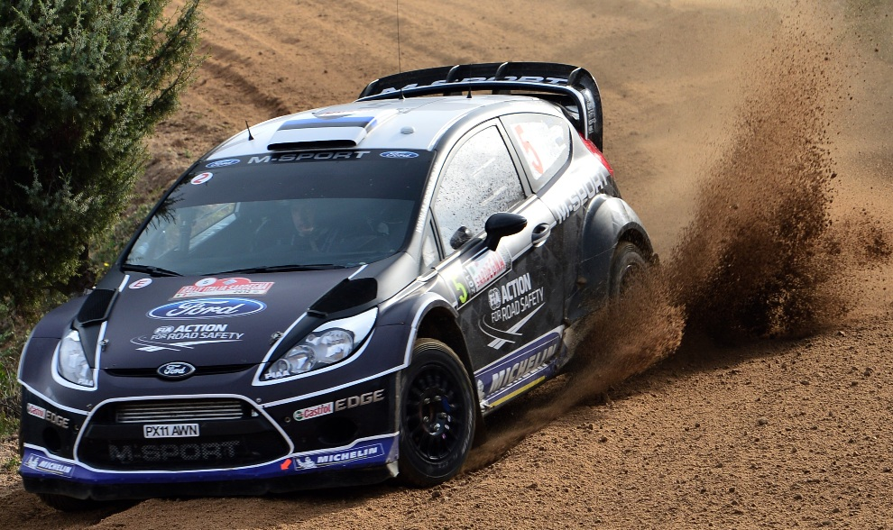 30.WŁOCHY, Olbia, 21 października 2012: Ott Tanak za kierownicą Forda Fiesta RS WRC. AFP PHOTO / GIUSEPPE CACACE