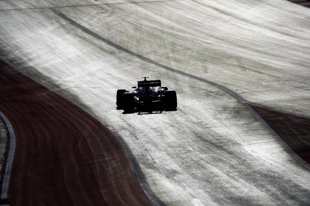 30.USA, Austin, 17 listopada 2012: Fernando Alonso of z zespołu Scuderia Ferrari na torze w Austin AFP PHOTO / TIMOTHY A. CLARY