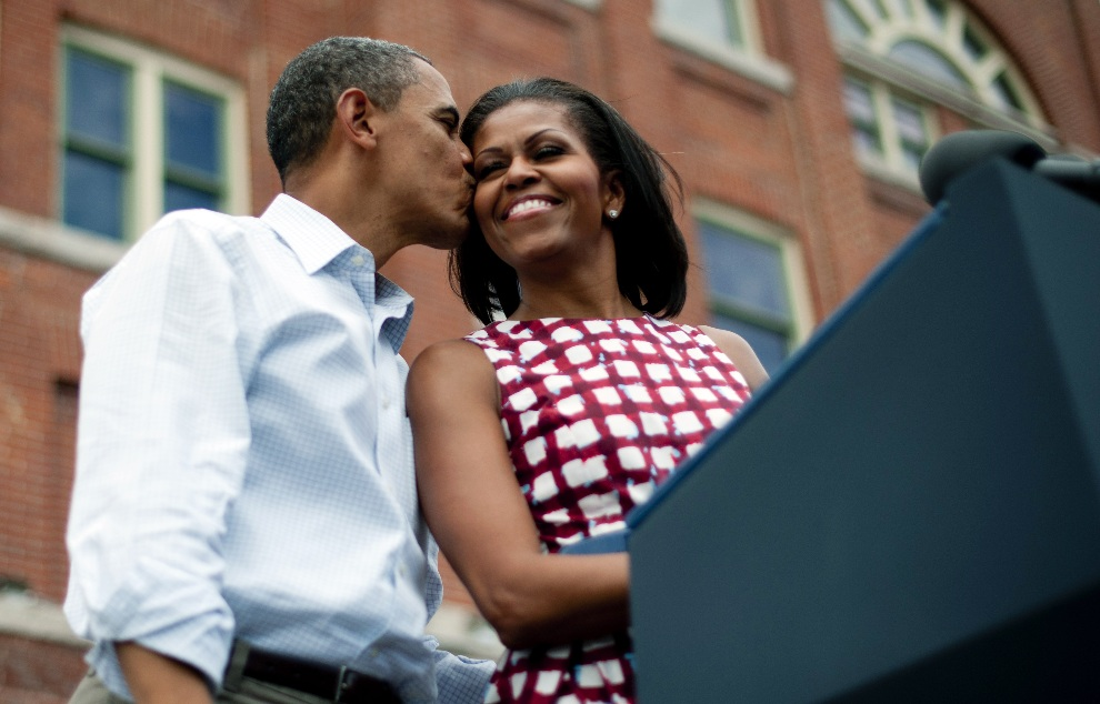 31.	USA, Dubuque, 15 sierpnia 2012: Barack i Michelle Obama na wiecu wyborczym w Dubuque. AFP PHOTO/Jim WATSON