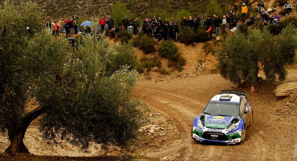 31.HISZPANIA, Tarragona, 9 listopada 2012: Załoga Jari Matti Latvala / i Miikka Anttila  na trasie rajdu. EPA/STR Dostawca: PAP/EPA.