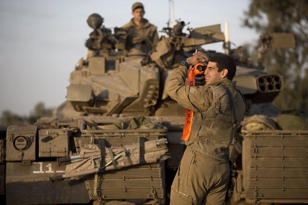 38.IZRAEL, 18 listopada 2012: Izraelscy żołnierze zgrupowani na granicy ze Strefą Gazy. AFP PHOTO/MENAHEM KAHANA