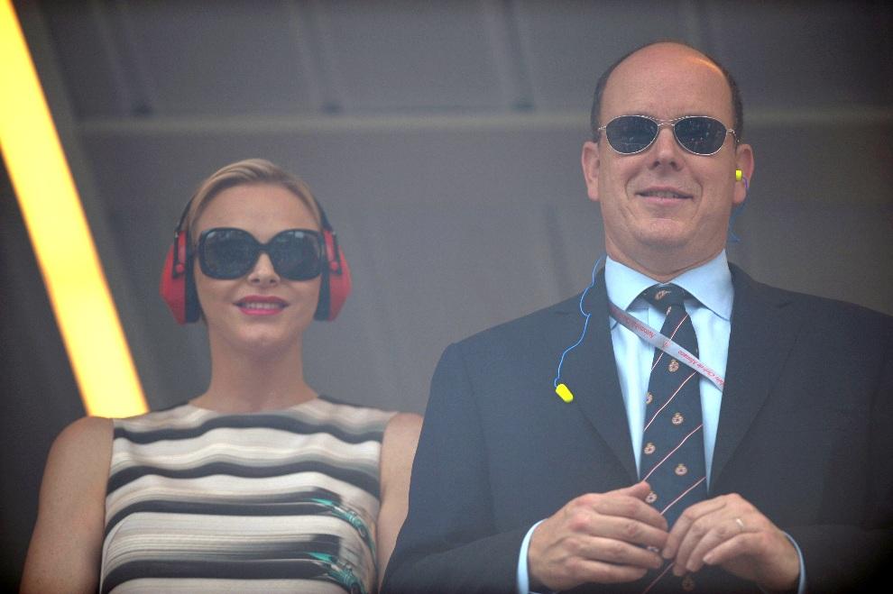 12.MONAKO, 27 maja 2012: Książę Albert i księżna Charlene w loży królewskiej toru w Monako. AFP PHOTO / TOM GANDOLFINI