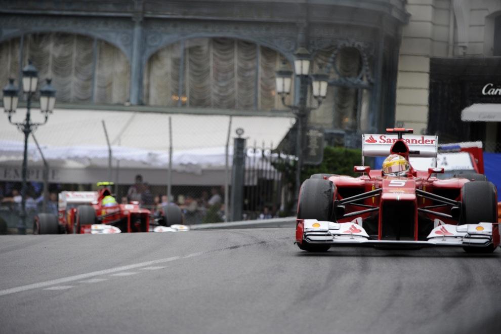 14.MONAKO, 27 maja 2012: Fernando Alonso na torze w Monako. AFP PHOTO / BORIS HORVAT