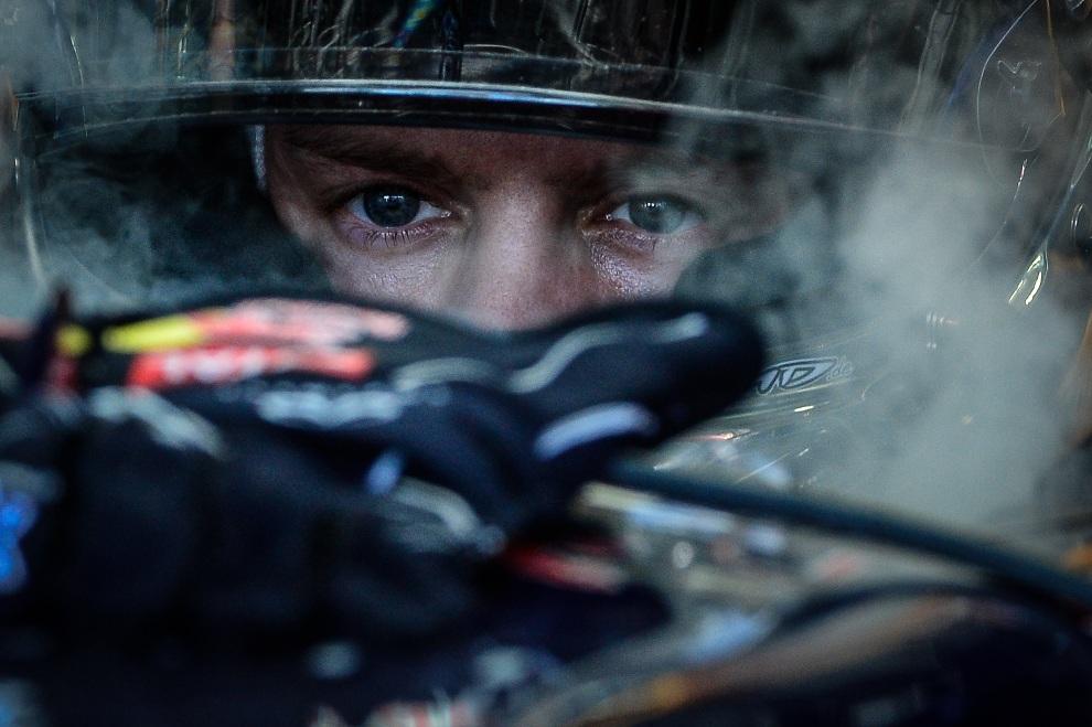 4.BRAZYLIA, Sao Paulo, 25 listopada 2012: Sebastian Vettel przed startem do ostatniego wyścigu w sezonie. AFP PHOTO/YASUYOSHI CHIBA