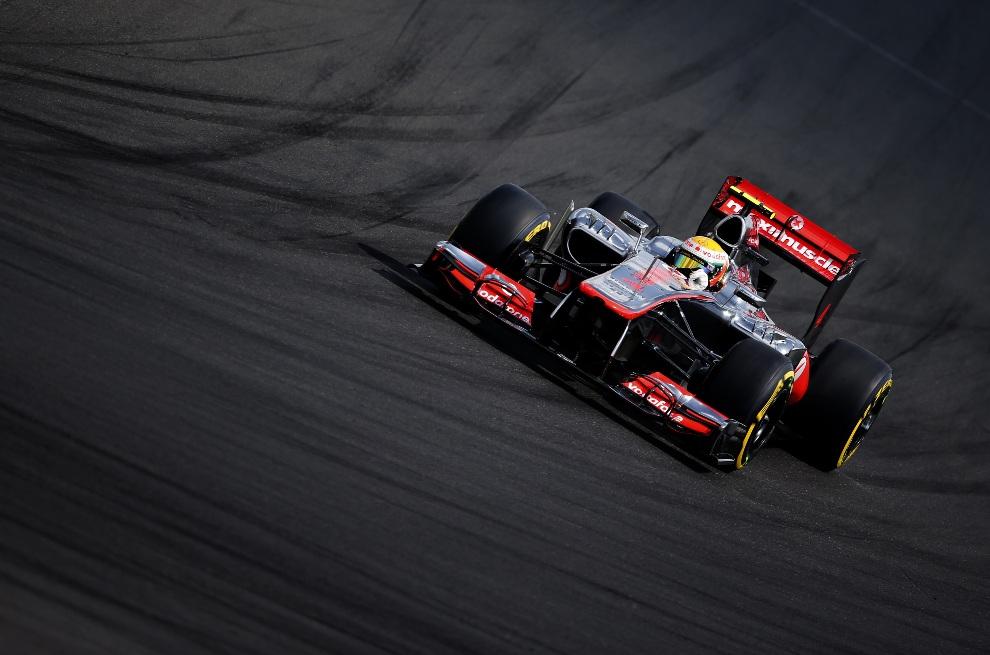 21.WĘGRY, Budapeszt, 28 lipca 2012: Lewis Hamilton (McLaren Mercedes) na torze Hungaroring. AFP PHOTO / PETER KOHALMI