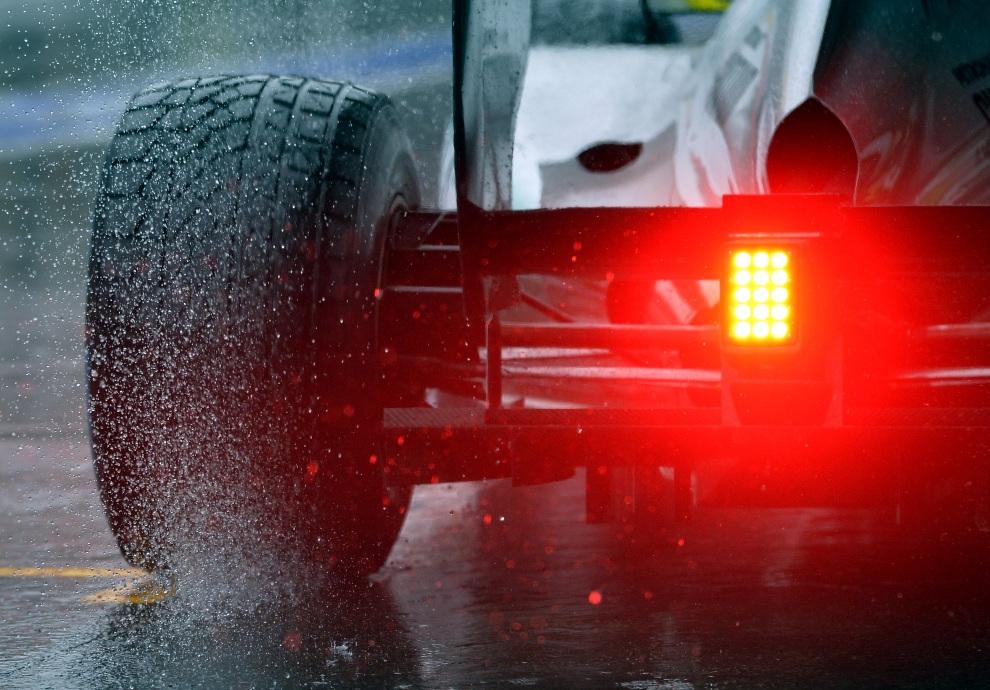 26.BELGIA, Spa, 31 sierpnia 2012: Tylne światło jednego z bolidów podczas treningu na torze w Spa. AFP PHOTO / BELGA - ERIC LALMAND
