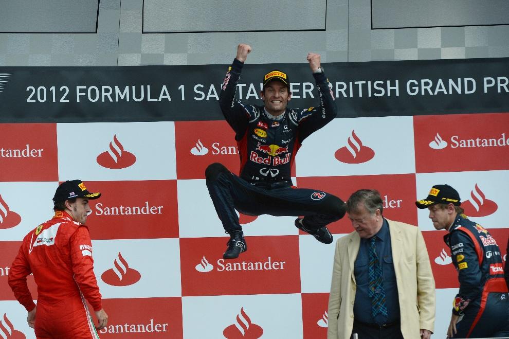 27.WIELKA BRYTANIA, Silverstone, 8 lipca 2012: Australijczyk Mark Webber (Red Bull Racing) cieszy się ze zdobytego podium. AFP PHOTO / DIMITAR DILKOFF