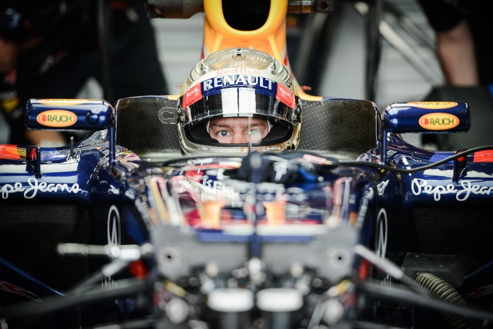 5.KOREA POŁUDNIOWA, Yeongam, 12  października 2012: Sebastian Vettel za kierownicą bolidu zespołu Red Bull-Renault. AFP PHOTO / Philippe Lopez