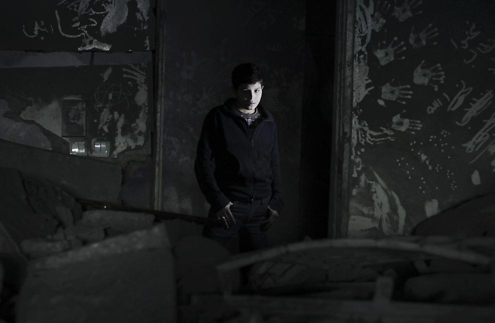 9.STREFA GAZY, 25 listopada 2012: Wnętrze domu zniszczonego podczas izraelskiego ostrzału. EPA/ALI ALI Dostawca: PAP/EPA.