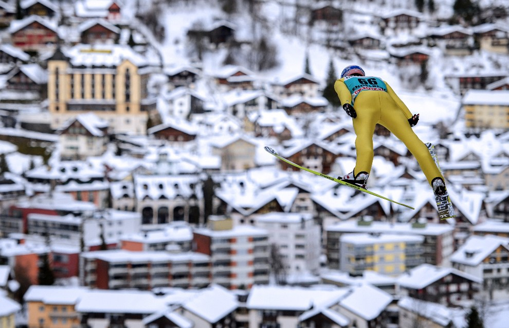 11.SZWAJCARIA, Engelberg, 16 grudnia 2012: Andreas Kofler podczas zawodów Pucharu Świata. AFP PHOTO / FABRICE COFFRINI