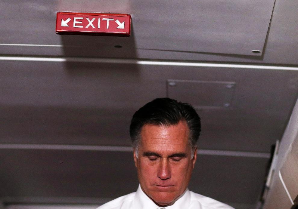 11. USA, 6 listopada 2012: Mitt Romney podczas konferencji prasowej zorganizowanej na pokładzie samolotu. Justin Sullivan/Getty Images/AFP