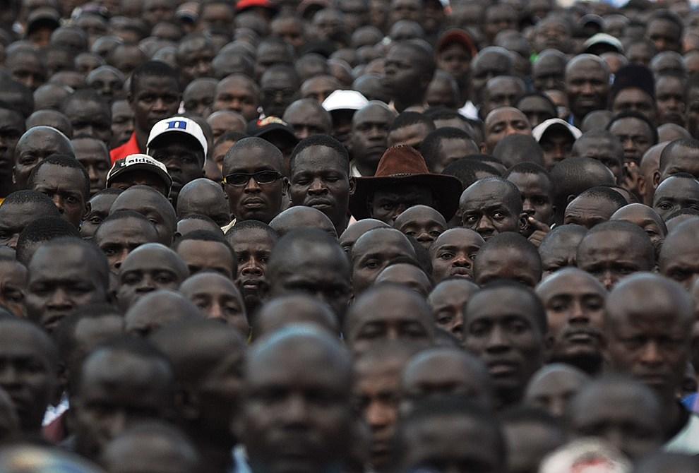 12.KENIA, Nairobi, 4 grudnia 2012: Wiec z udziałem zwolenników premiera Raila Odingi, wiceprezydenta Kalonzo Musyoki i ministra handlu Mosesa Wetanguli. AFP PHOTO   / TONY KARUMBA