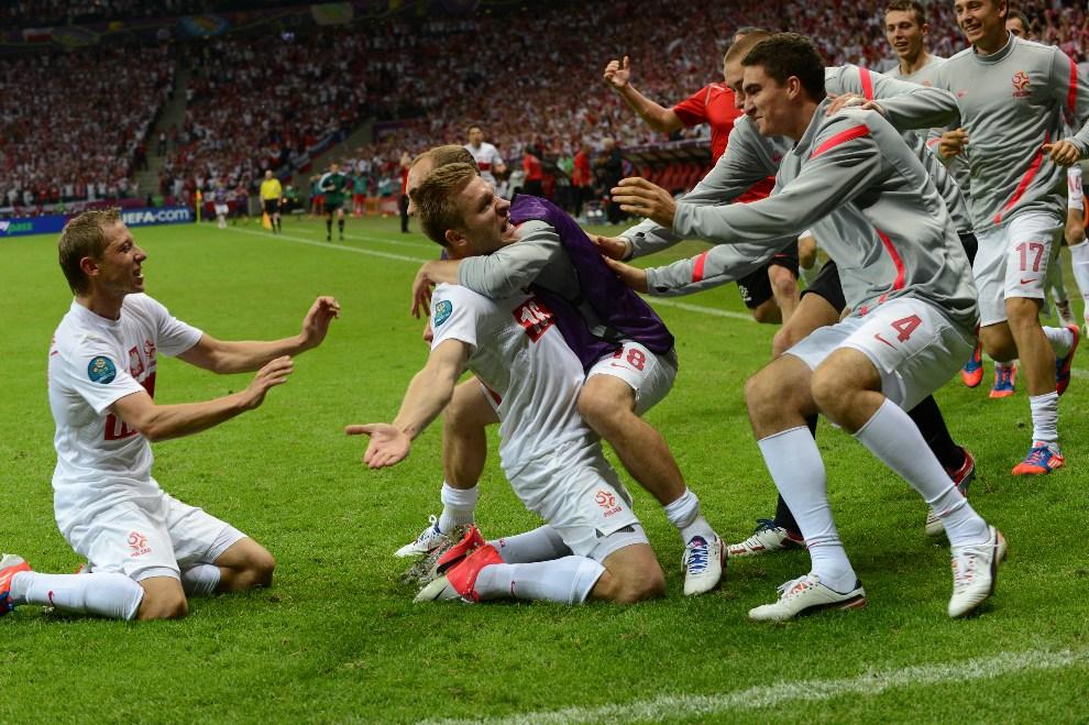 13.POLSKA, Warszawa, 12 czerwca 2012: Jakub Błaszczykowski cieszy się ze zdobytego gola w meczu z Rosją. AFP PHOTO / JANEK SKARZYNSKI