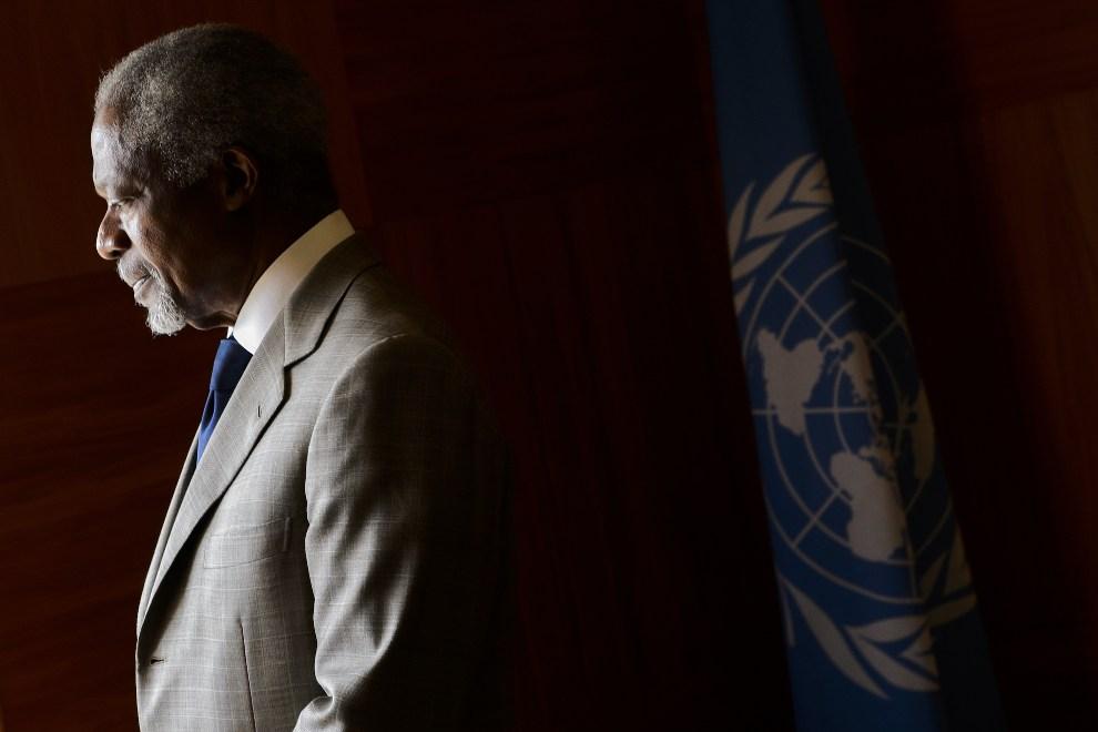 16.SZWAJCARIA, Genewa, 20 lipca 2012: Kofi Annan niezadowolony z przebiegu rozmów w sprawie zakończenia działań wojennych w Syrii. AFP PHOTO / FABRICE COFFRINI
