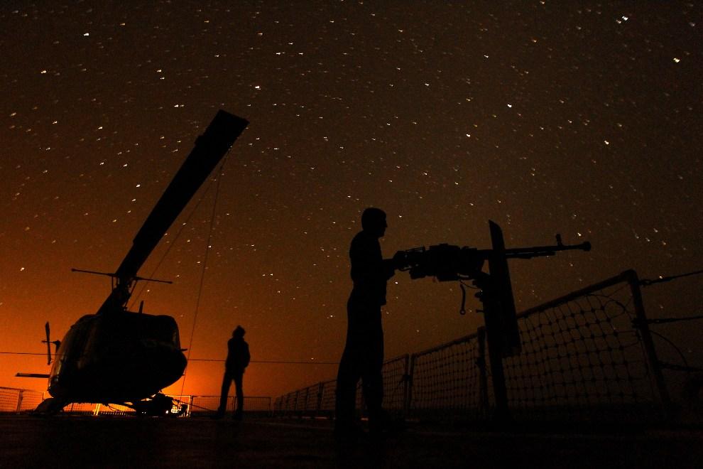 22.Cieśnina Ormuz, 1 stycznia 2012: Irańska marynarka podczas manewrów w Cieśninie Ormuz. AFP PHOTO/JAMEJAMONLINE/EBRAHIM NOROOZI