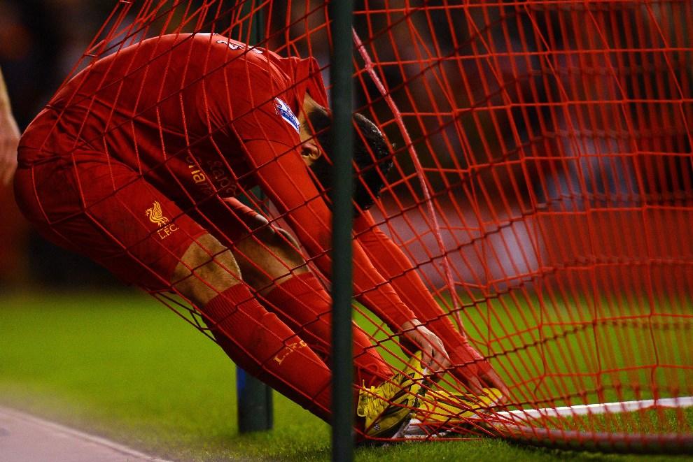 29.WIELKA BRYTANIA, Liverpool, 1 grudnia 2012: Luis Suarez po nie wykorzystanej okazji na zdobycie bramki. AFP PHOTO / ANDREW YATES