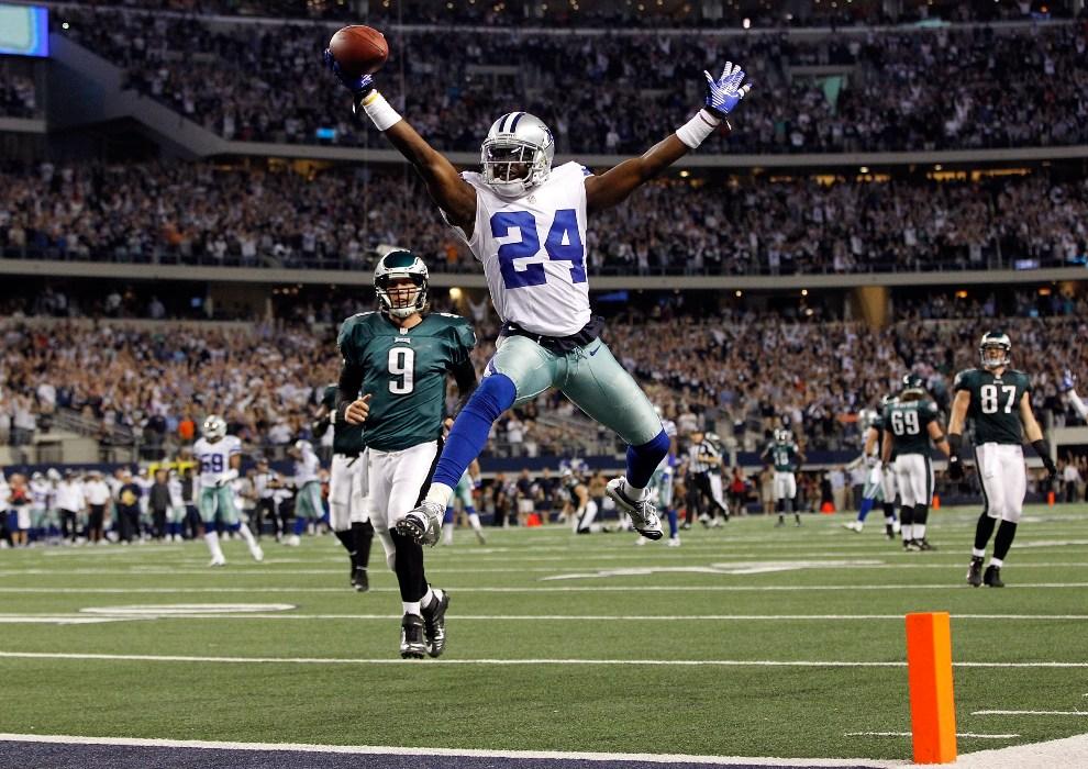 32.USA, Arlington, 2 grudnia 2012: Morris Claiborne z Dallas Cowboys świętuje zdobycie punktów. (Foto: Tom Pennington/Getty Images)