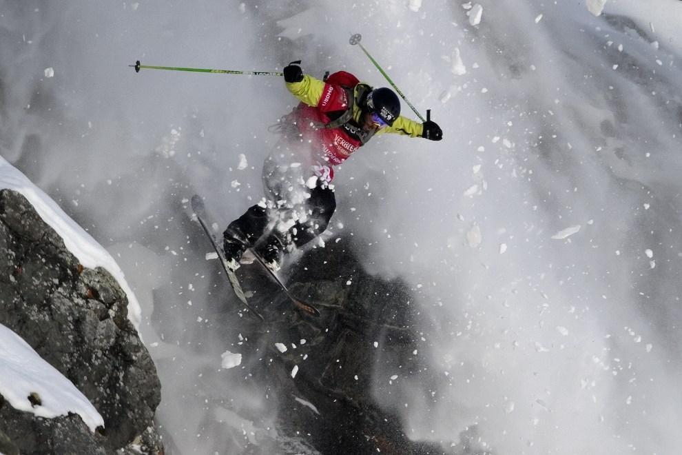 35.SZWAJCARIA, Verbier, 24 marca 2012:  Argentyńczyk Nicolas Salencon podczas zawodów Xtreme Freeride World Tour. AFP PHOTO / FABRICE COFFRINI