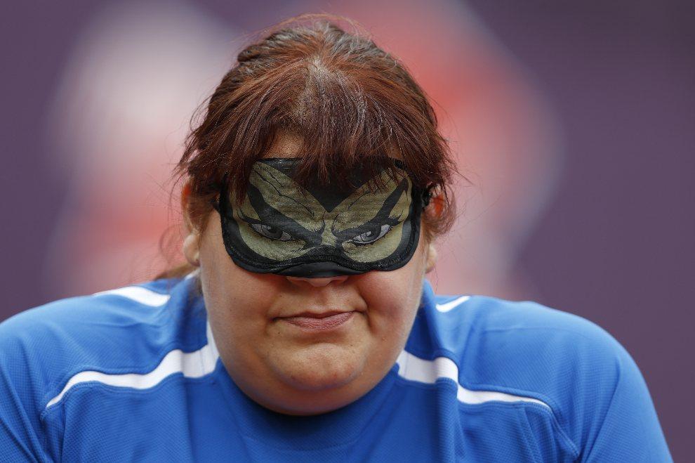 3. WIELKA BRYTANIA, Londyn, 1 września 2012: Włoszka Assunta Legnante przygotowuje się do rzutu dyskiem podczas Paraolimpiady. AFP PHOTO / IAN KINGTON