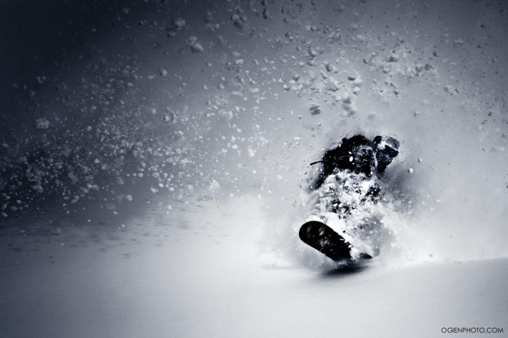 6. FRANCJA, Val Thorens , 8 grudnia 2012: Wojtek Pająk w świeżym puchu. Foto: Marek Ogień Michalski