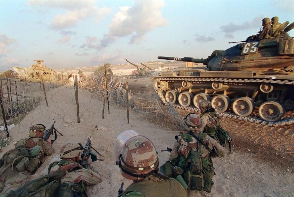 8.SOMALIA, Mogadiszu, 1 marca 1995: Marines przejmują kontrolę na portem lotniczym AFP PHOTO