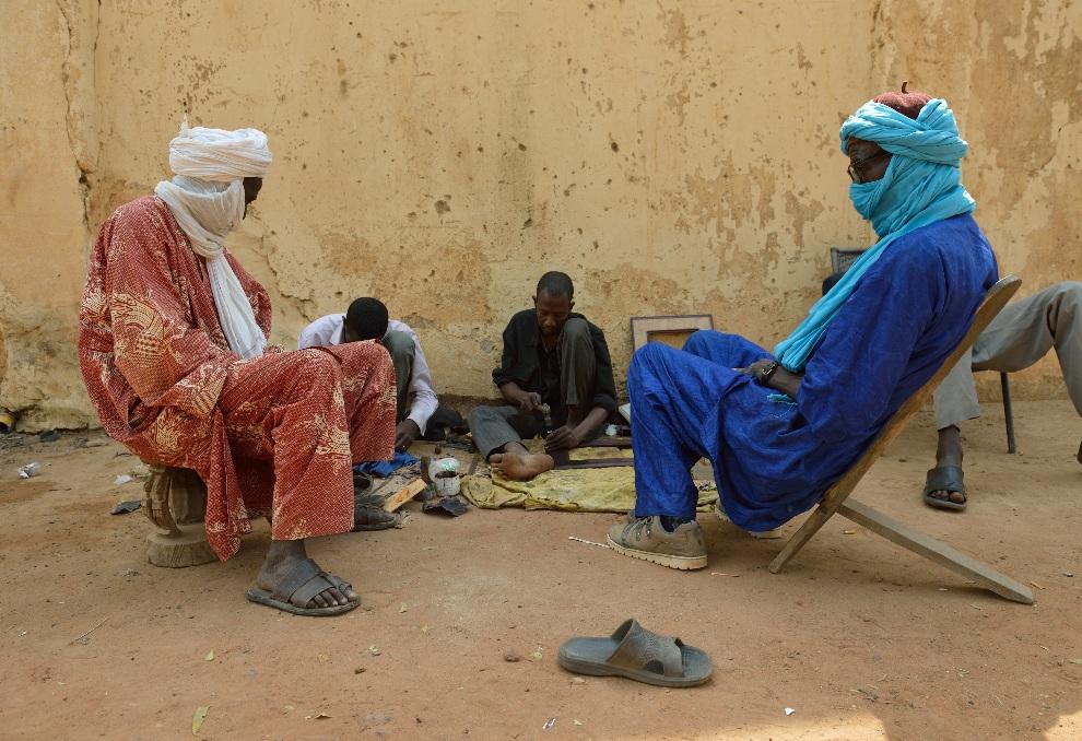 13.MALI, Ségou, 22 stycznia 2013: Tuaregowie mieszkający w Ségou. AFP PHOTO / ERIC FEFERBERG